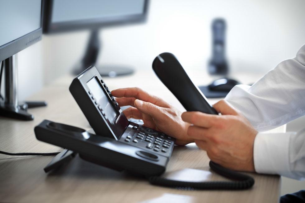 همدلی و همکاری و ارتباط تلفنی