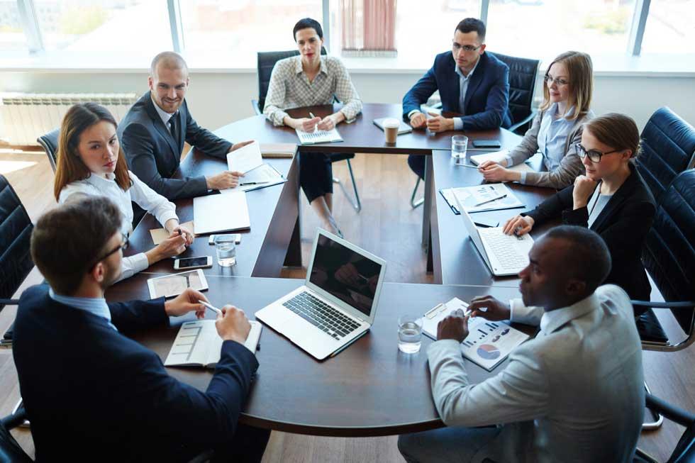 عملکرد تیم و جلسه با کارمندانر