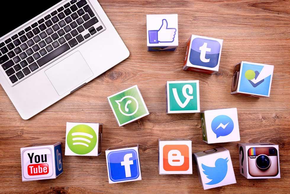 ارائه خدمات به م ارائه خدمات به ارائه خدمات به مشتریان و رسانه اجتماعیمشتریان و رسانه اجتماعیشتریان و رسانه اجتماعی