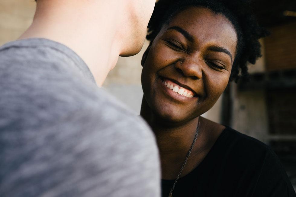 شوخی کردن و روابط
